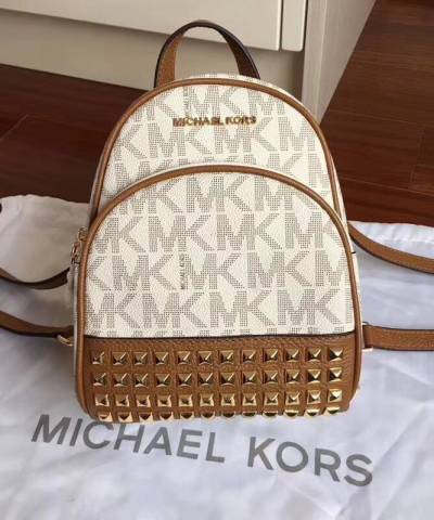 Рюкзак Michael Kors Abbey Signature Studded Backpack