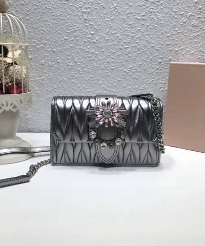 Сумка Miu Miu Lady Matelassé Shoulder Bag Silver